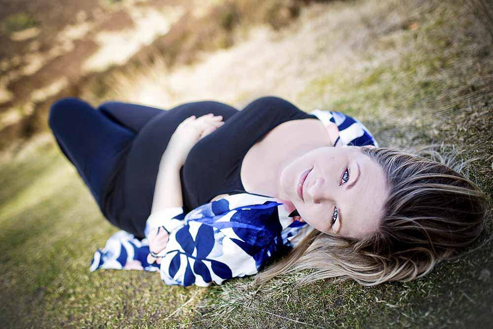Professionel fotograferede billeder af dig som er gravid af din store runde mave