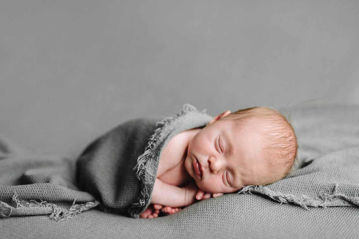 Din Kreative Fotograf. Newborn billeder er fotoserien af den helt nyfødte